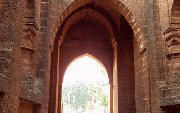 1465972009_bara_pathar_dwarja_inside.jpg