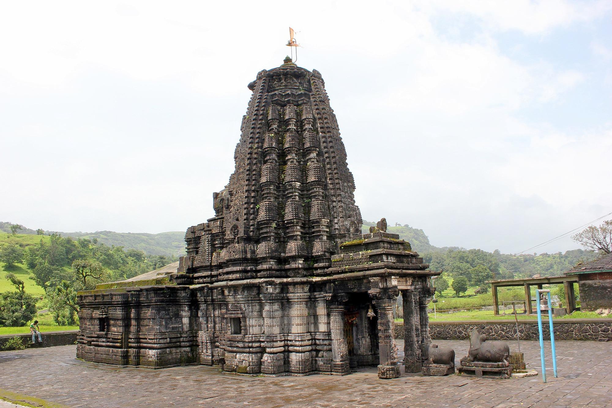 1467959420_amriteshwar_temple.jpg