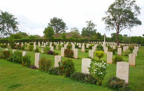 Trincomalee_war_cemetery.jpg