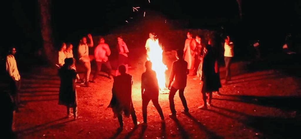 1586245716_camp-fire-area.jpg