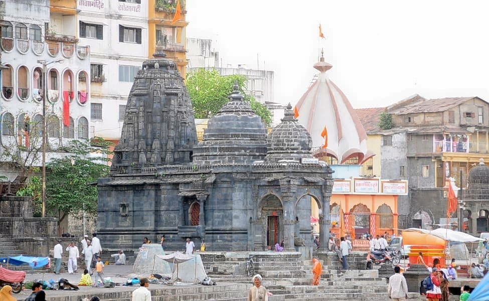 how to travel from hyderabad to shirdi by train