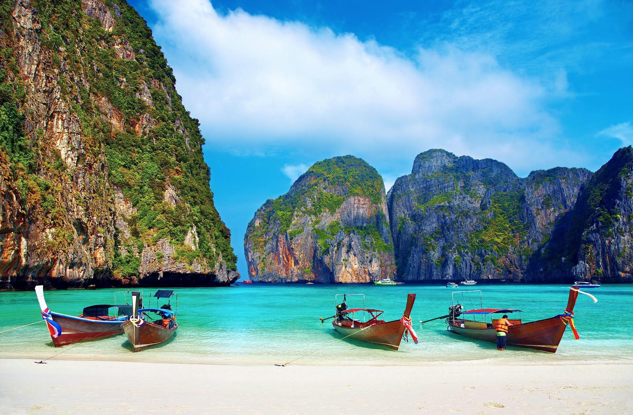 1476252148_phi-phi-island-boats.jpg