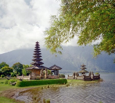 Bedugul Bratan Lake Tour with Private Transport
