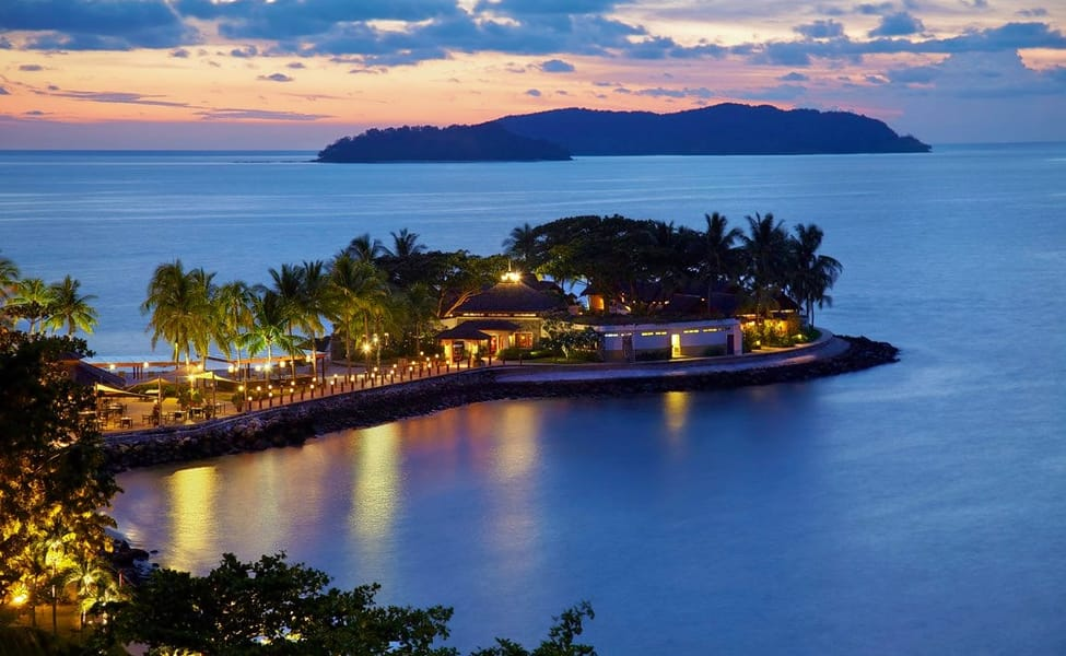 Highlights Shangri La S Tanjung Aru Resort And Spa Features A Private Sandy Beach 2 Outdoor Pools Set In Lush Gardens The Open Yoga Pavilion