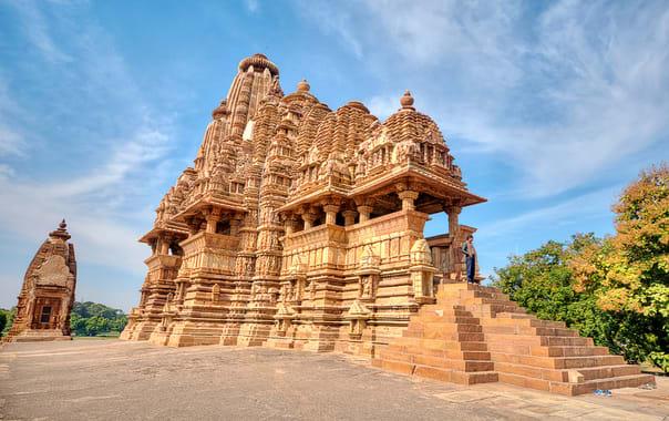1532087781_vishvanatha_temple_khajuraho.jpg