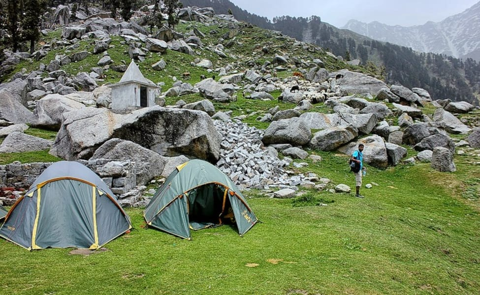 how to get to mcleodganj from delhi