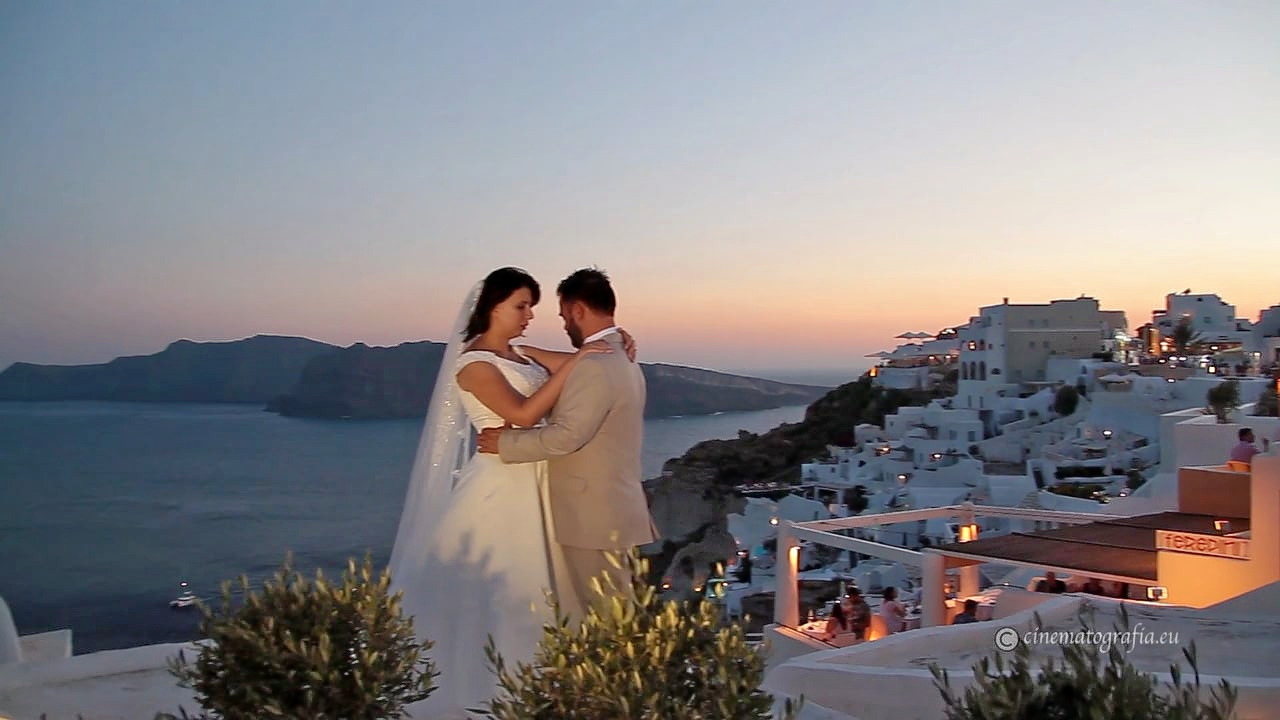 1503040749_greece_honeymoon_images_couples.jpg