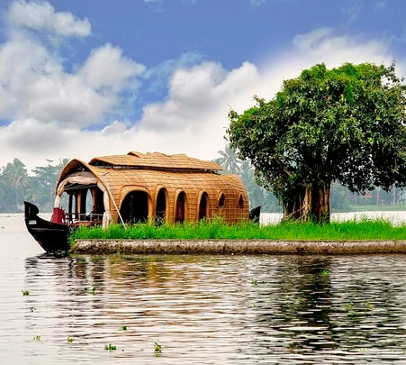 Explore Goa in a Houseboat at Nagoa, Goa