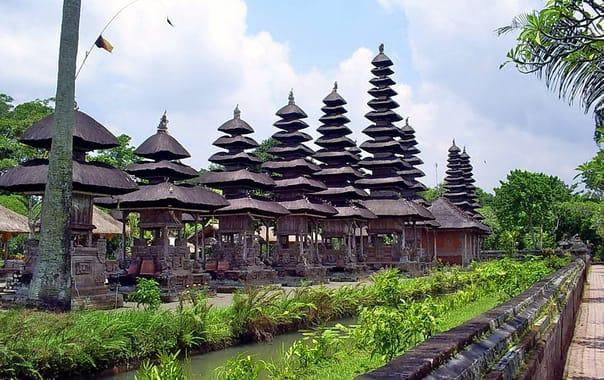 Taman-ayun-temple-bali.jpg