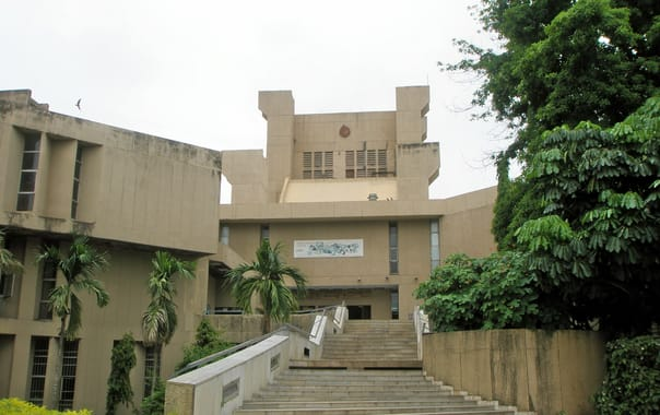 1524229587_nehru_science_center.jpg