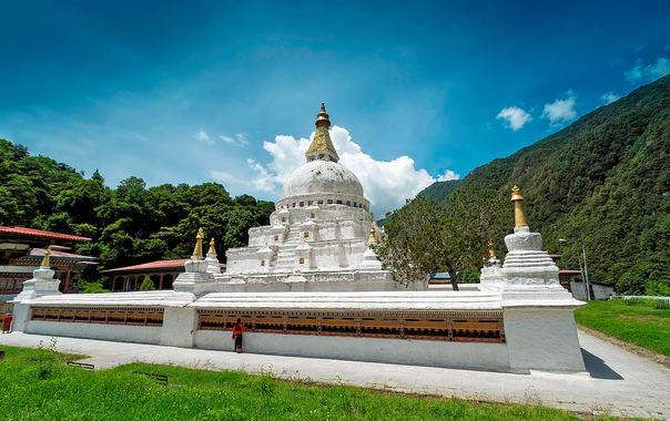 1481602675_chorten_kora__trashiyangtse_district__bhutan.jpg