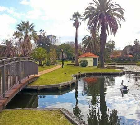 Explore Queens Gardens and Fremantle