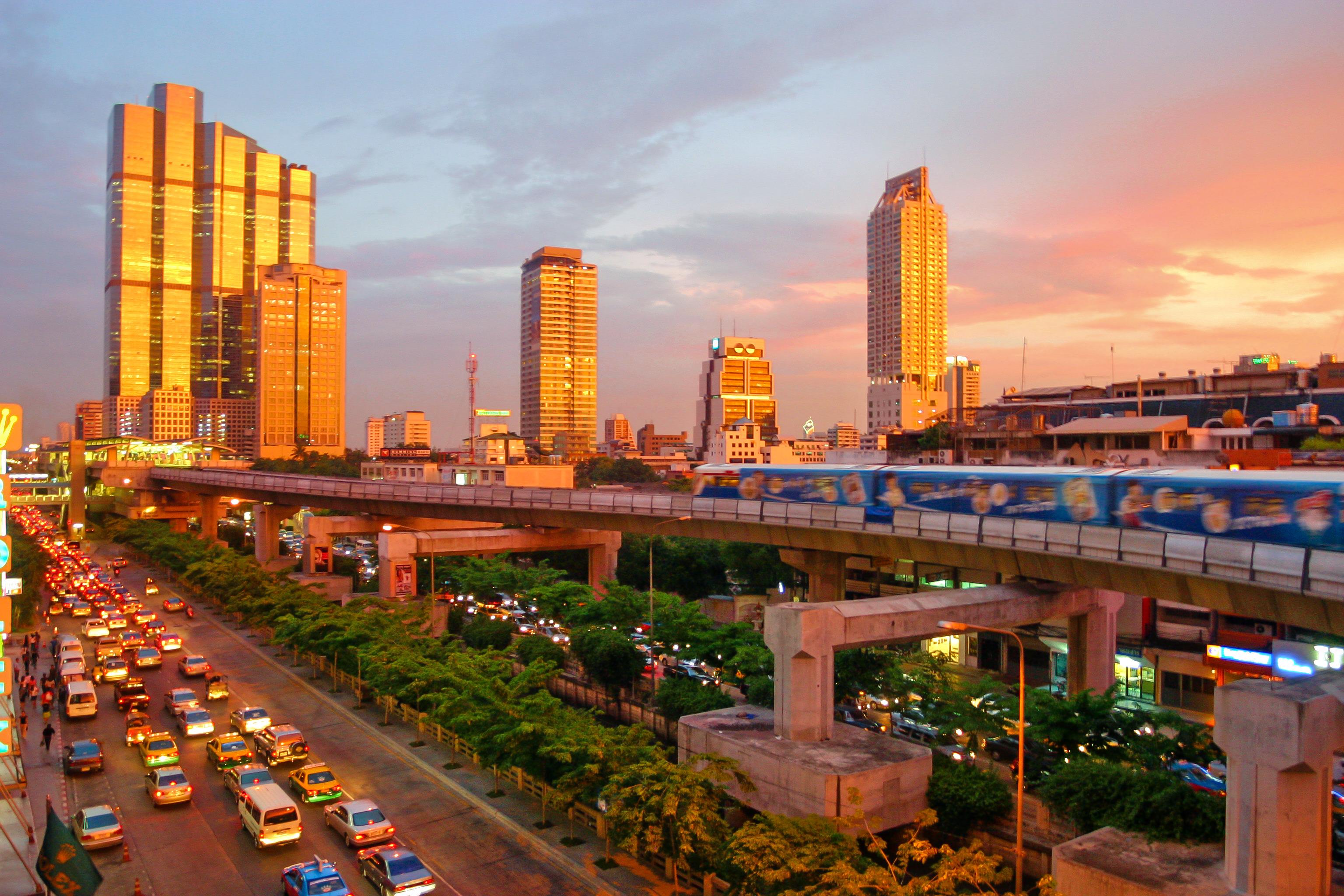 1503060563_bangkok_skytrain_sunset.jpg