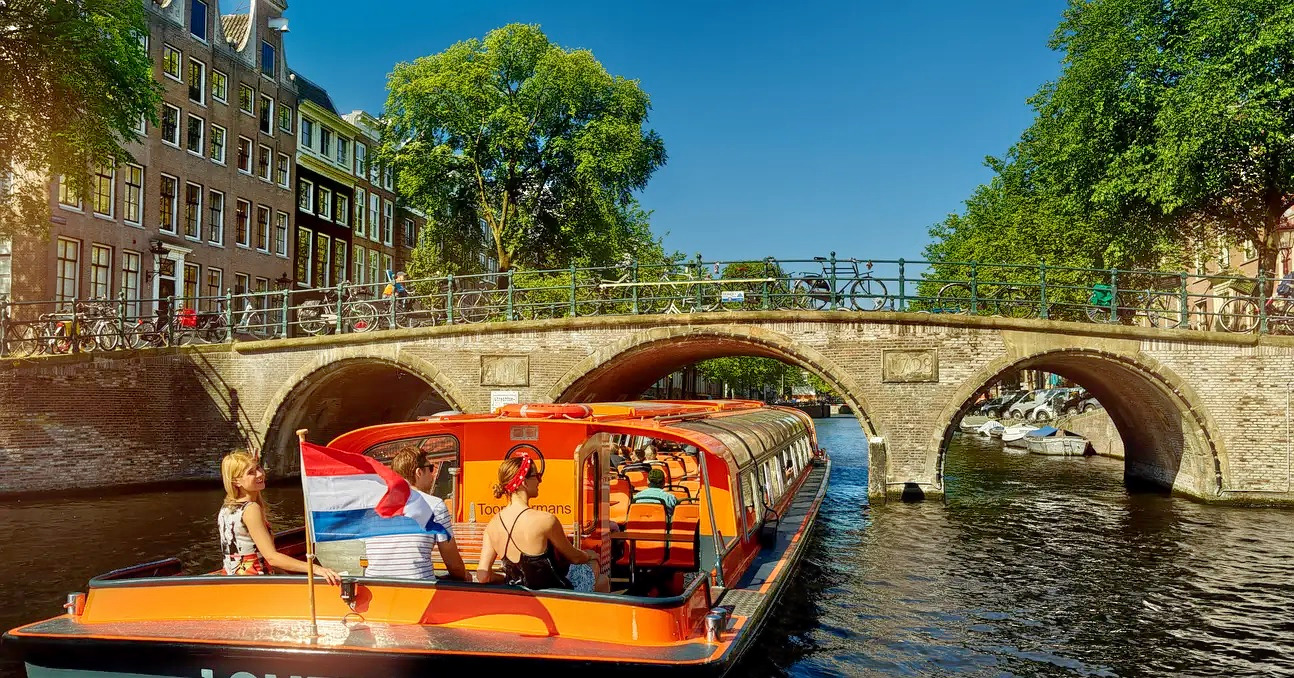 1577343147_canal_cruise_2.jpg