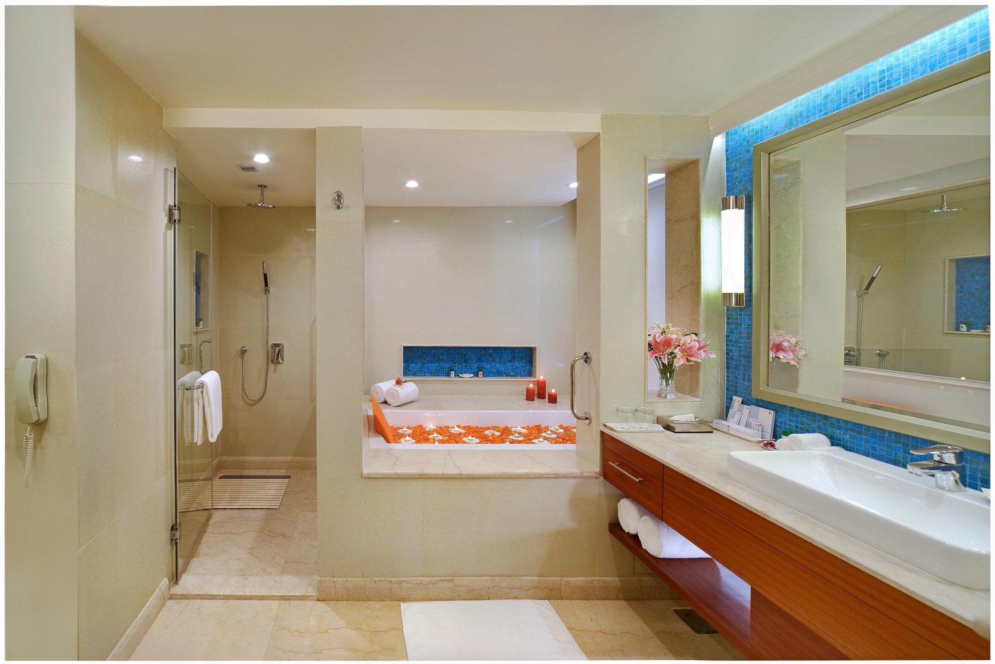 1596783947_suite-bathroom.jpg