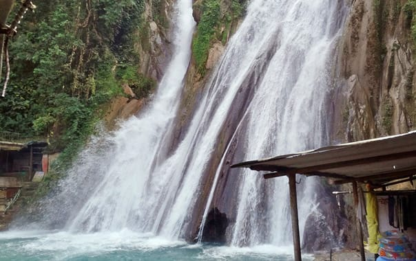 Jharipani-falls-harshanh-wikimedia.jpg
