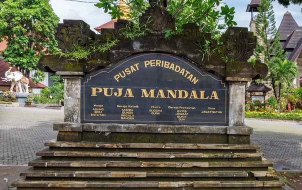 1470993310_kuta_bali_indonesia_puja-mandala-01.jpg