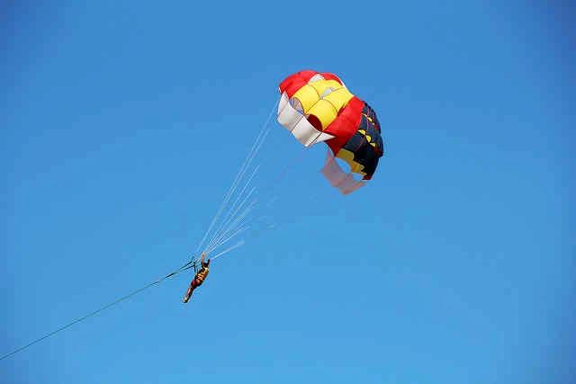 1502183732_parasailing-joyrides-2.jpg