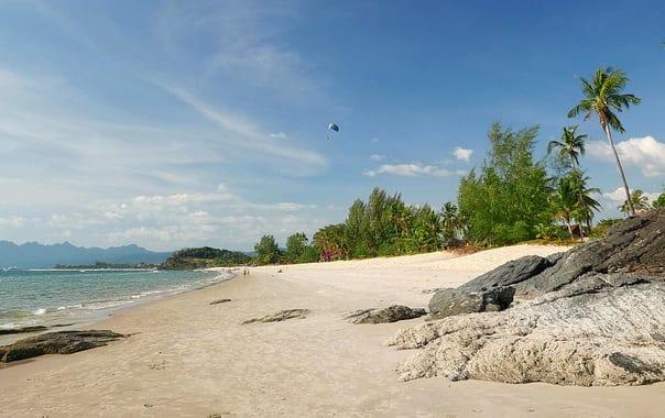 1463661570_1024px-cenang_beach_view_2c_langkawi.jpg