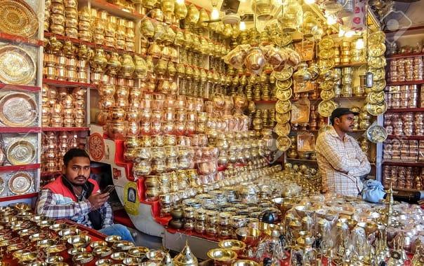 95416315-haridwar-india-december-11th-2016-local-market-near-the-har-ki-pauri-haridwar.jpg