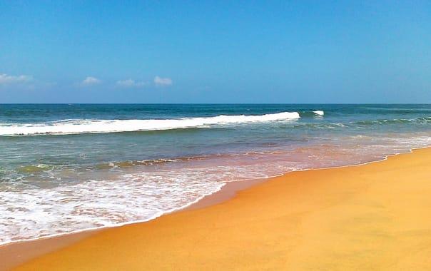 1464188263_candolim_beach_goa.jpg