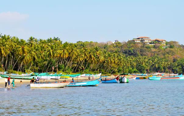 Coco-beach-boat.jpg