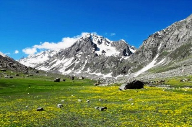 Chandratal_lake_trek_over_hampta_pass_2.jpg