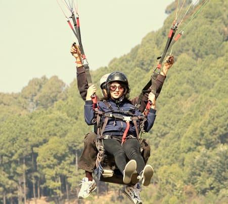 Paragliding in Barot, Himachal Pradesh