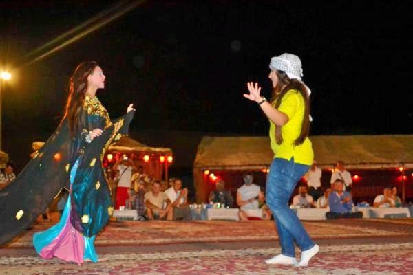 Belly-dance-show-4x4-jeep-safari-fts_31b42omq.jpg