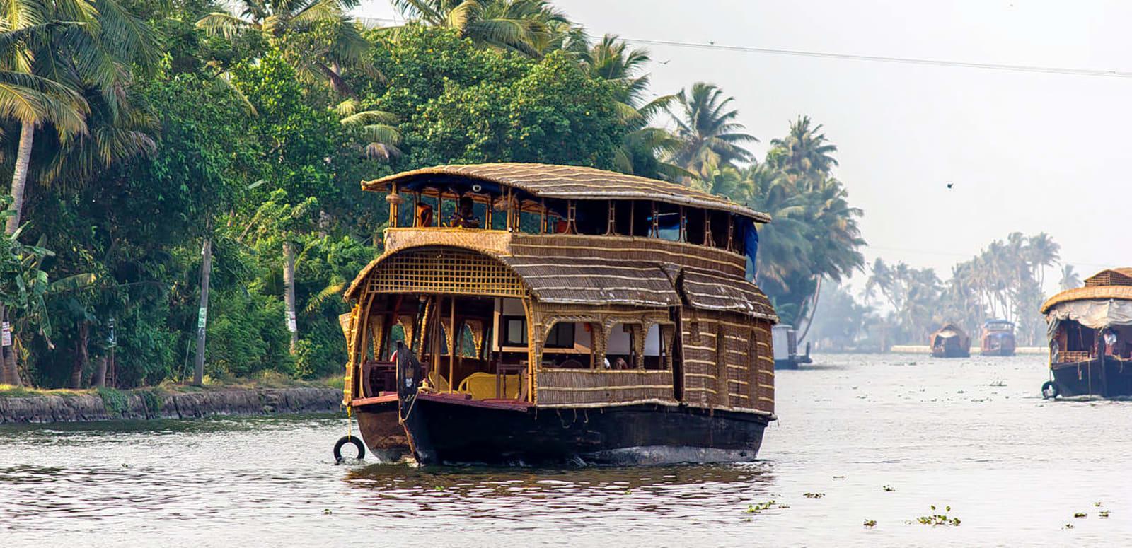 1493301611_1280px-houseboat_in_alleppey_(7057374293).jpg