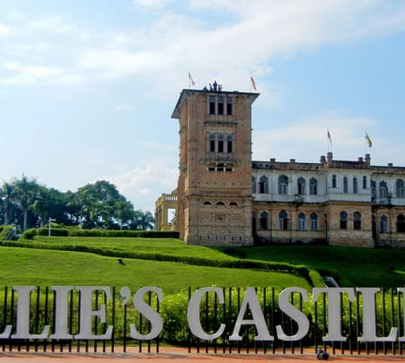 Day Tour to Kek Lok Tong, Gaharu Tea Valley, and Kellie's Castle Tour with Transfer