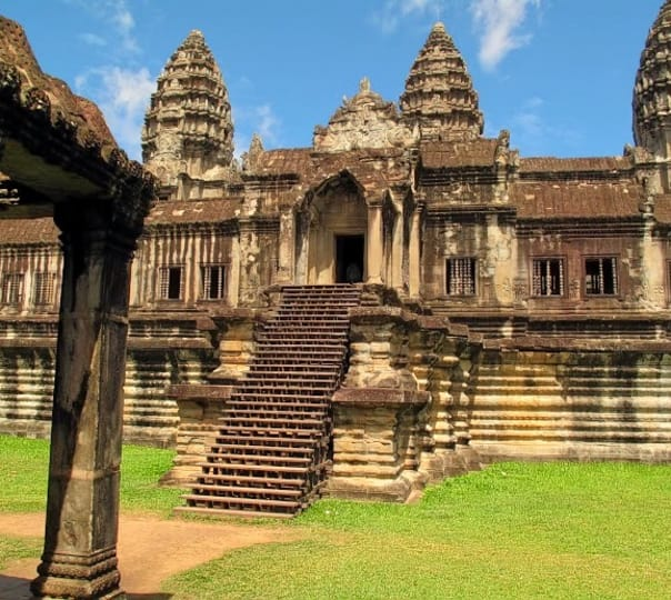 Angkor Temples and Lake Sightseeing Tour