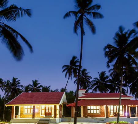 Luxurious Bungalow between the Beach and a River near Mangalore