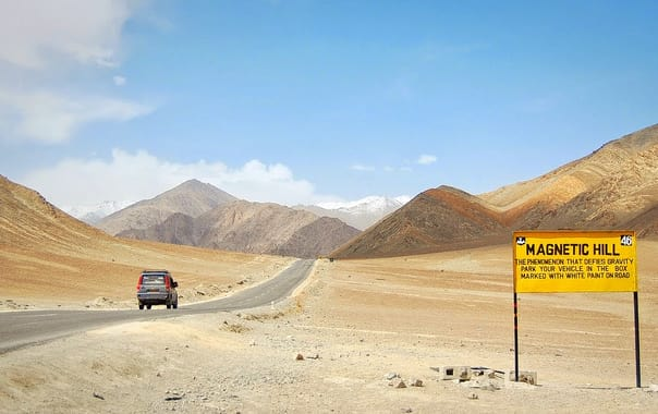 1494509022_magnetic-hill-in-ladakh_01.jpg