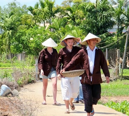 Explore Hoi An Town and Tra Que Vegetables Village