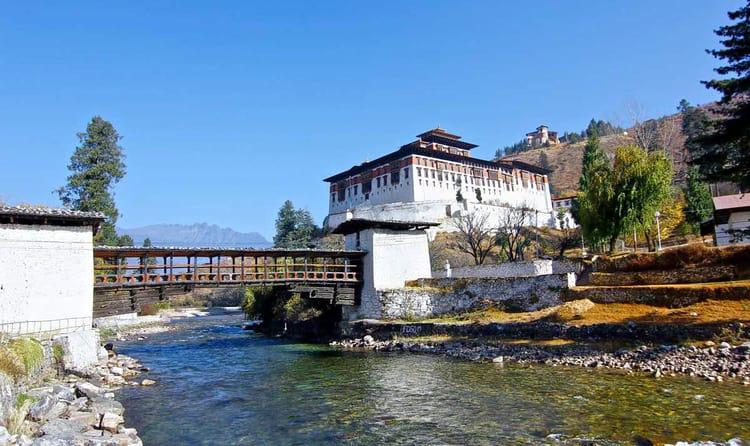 Visit Rinpung Dzong (Paro)