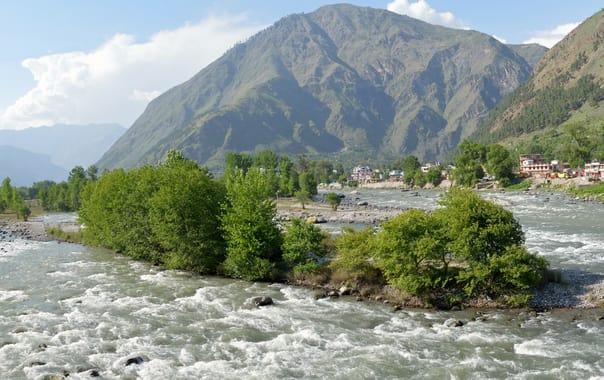 Bhuntar_town.jpg