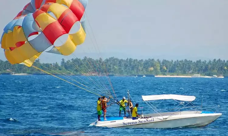1502973939_andaman_honeymoon_parasailing.webp