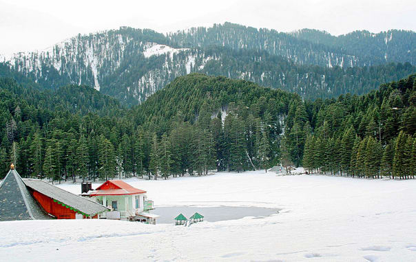 1479193551_khajjiar-with-snow.jpg