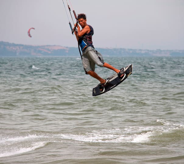 7 Hour Kitesurfing Course in Vietnam