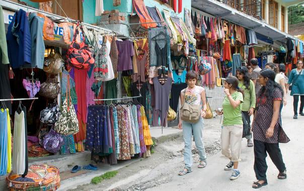 1465455141_old_manali_market_in_2009.jpg
