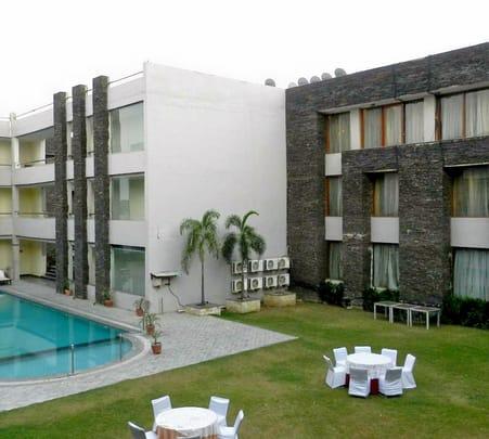 Resort Stay near Gurgaon Flat 40% off
