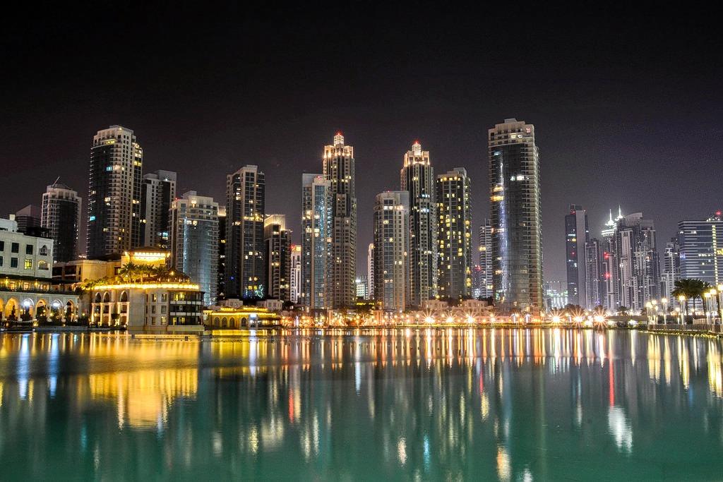 Dubai_skyline_at_night-michaela_loheit.jpg