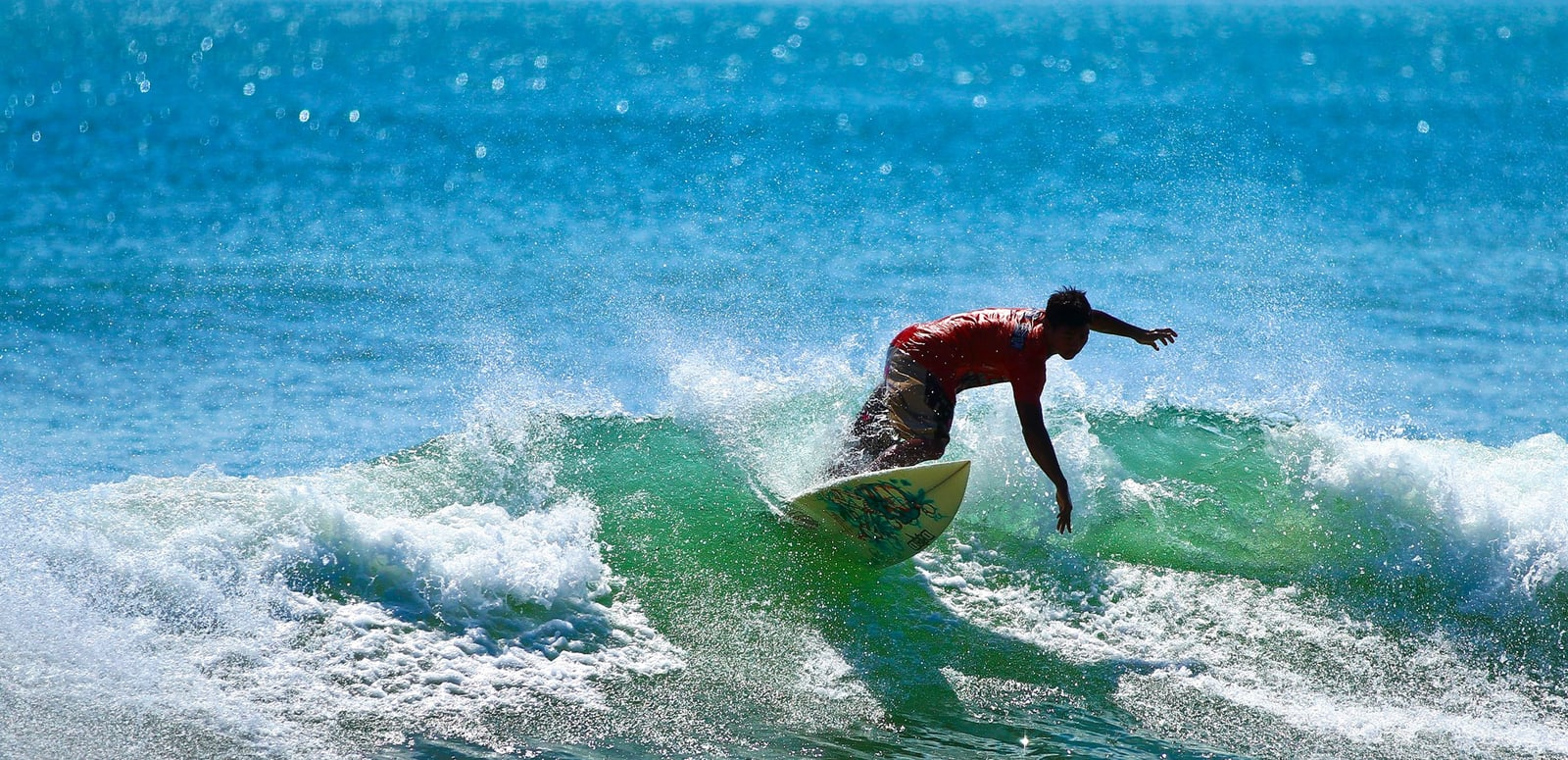1491994549_kuta_indonesia_surfer.jpg