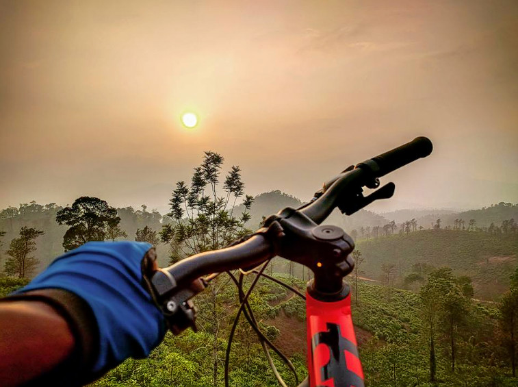 1476856685_cycling_in_wayanad_22.png