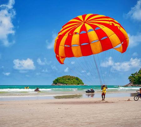 Parasailing at Dona Paula Vainguinim Beach