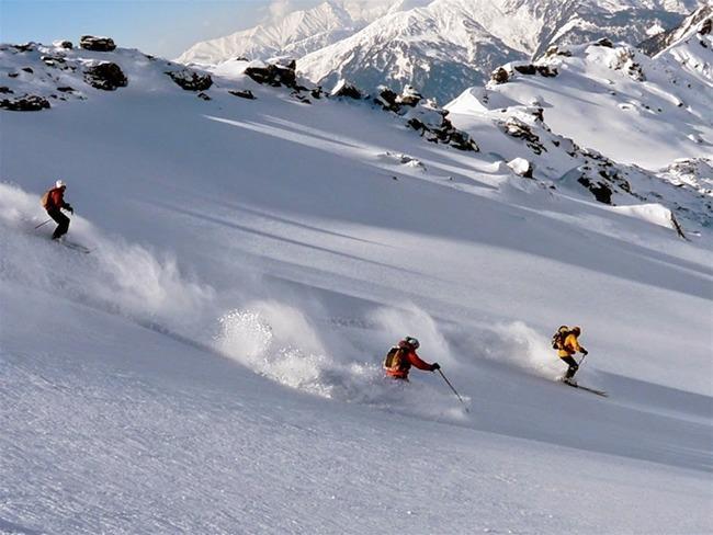 M_auli_and_gurson_snow_trek_6.jpg