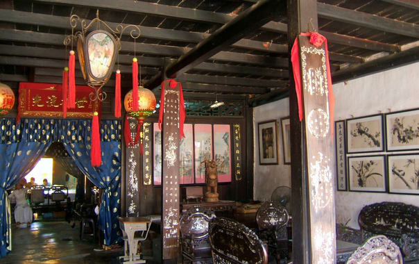 1467798607_phung_hung_old_house_2_(inside).jpg