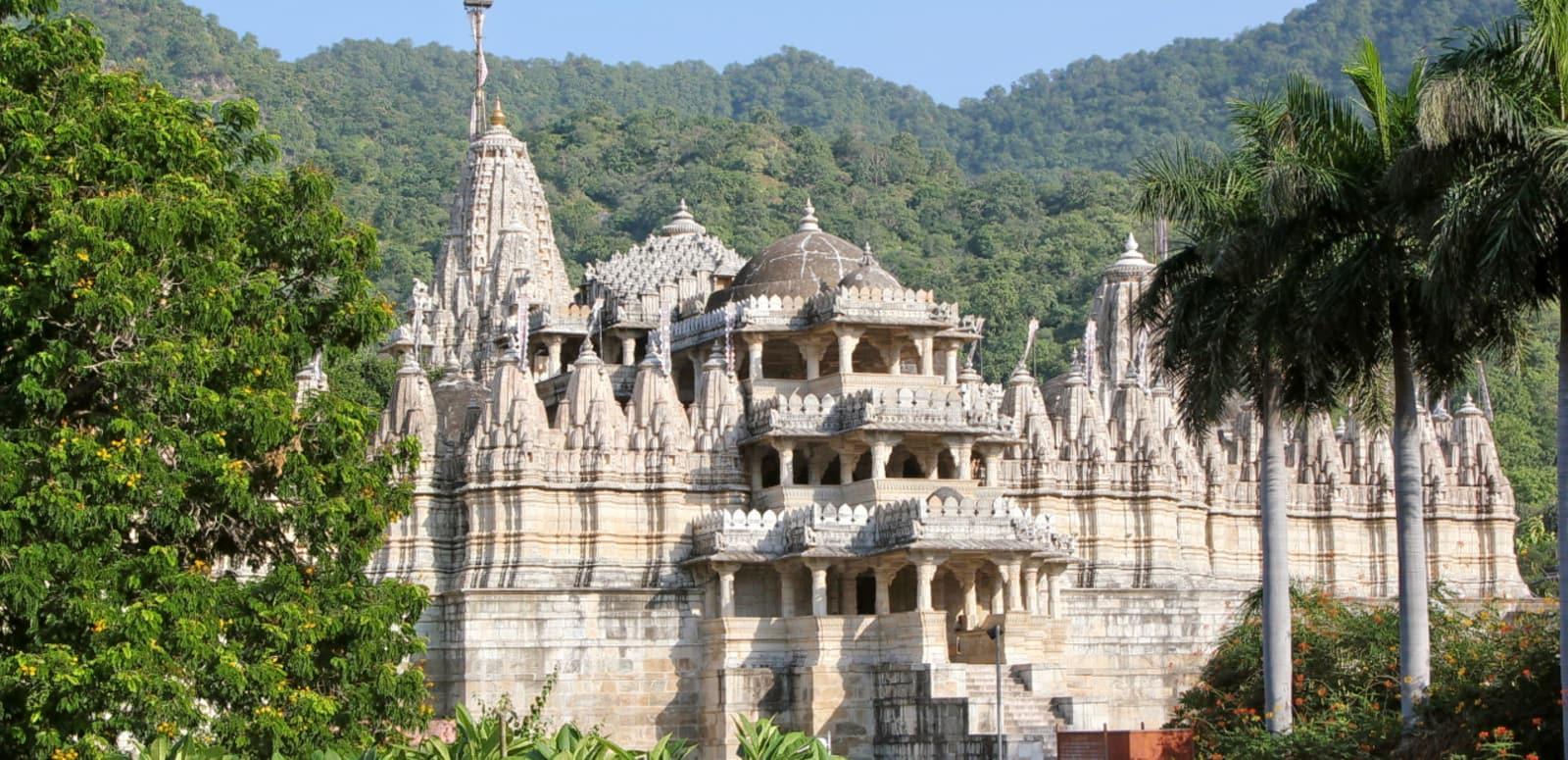 1492500811_chaumukha_jain_temple_at_ranakpur_in_aravalli_range_near_udaipur_rajasthan_india.jpg