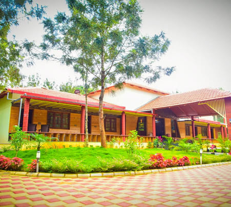 Holiday Homestay with Swimming Pool in Sakleshpur, Chikmagalur